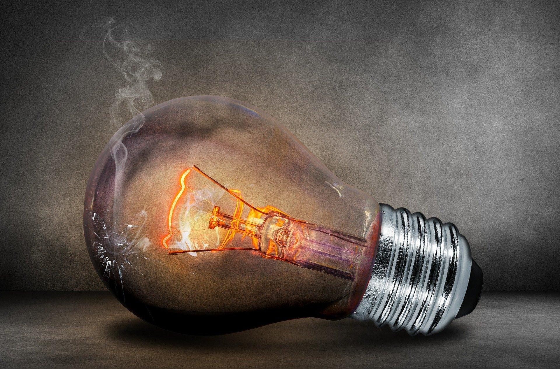 Ahorrar en la factura de la luz ¿Autoconsumo o PVPC? - FIO