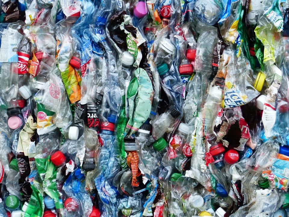 Seis pros y contras del uso del plástico - FIO